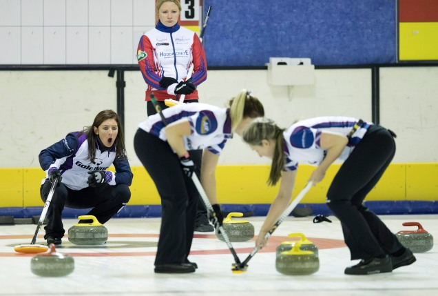 skips-eve-muirhead-and-hannah-fleming-muirhead-team-mates-in-action-perthshire-picture-agency-graeme-hart